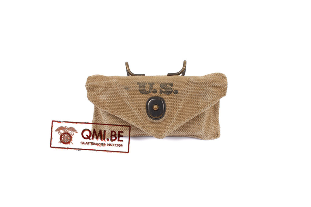 Original US WW2 First Aid pouch made by Independent Awning Service, 1942