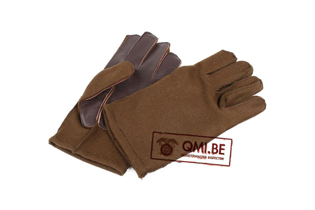 Woolen gloves with leather palm