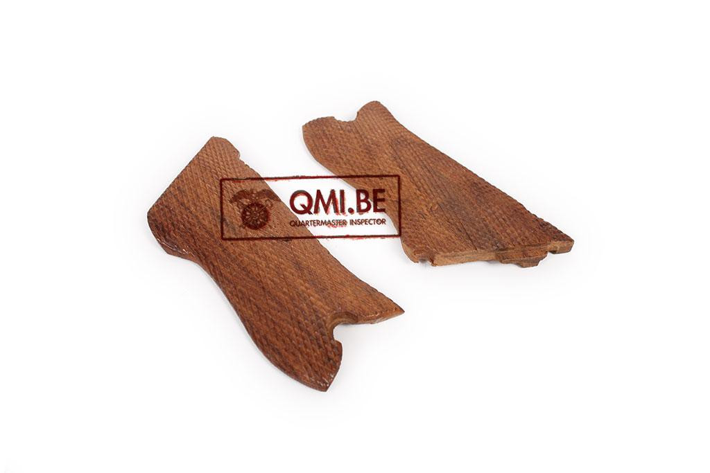 Wood grips (Luger P08)