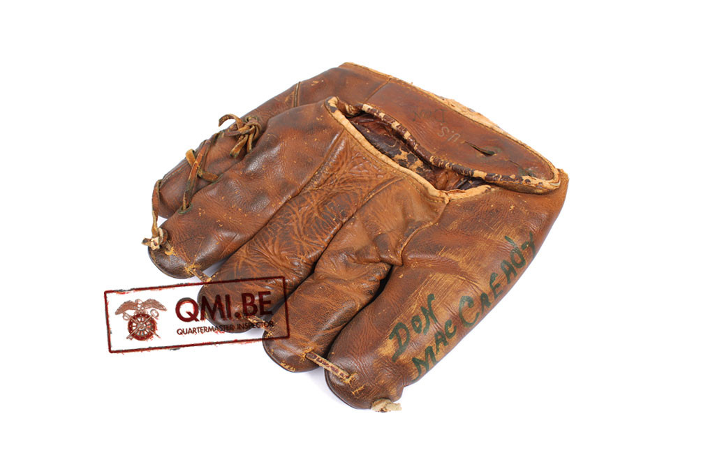 Original US WW2 official Softball Glove by Rawlings dated 6-45